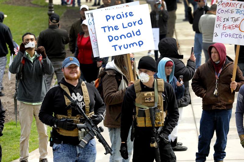OMFG-TRUMP-gun-protestors