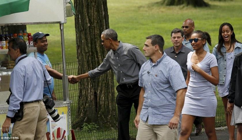 OMFG-TRUMP-obama-in-park
