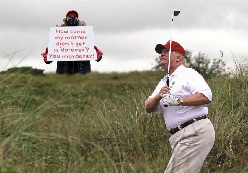 OMFG-TRUMP-Golf-Protester.jpg